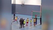 Aynı Anda Hem Gol Hem Basket Atan Sporcu
