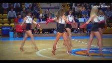 Amigo Kızların Yürek Hoplatan Dansı