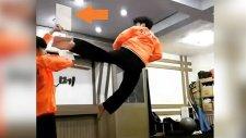 540 Derece Dönerek Tekme Atan Karateci