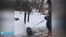 Kar Temizlemeyi Eğlenceli Hale Getiren Alet