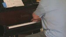 Anthony Hopkins'den Piyano Resitali