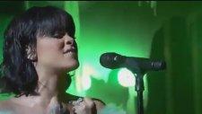 Rihanna'nın Çatlak Şanzele Özenmesi