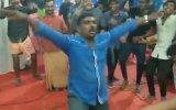 Hintli Adamın Gece Kulübünde Hunharca Dans Etmesi