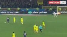 Fransa Liginde Hakem Futbolcuya Önce Tekme Savurdu Sonra Oyundan Attı