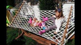 Elif Mine, Tracy, Lacy, Minik Tüm Bebişler İle Bahçede Geziyor Parkta Oynuyor.