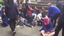 Endonezya'da 80 Kişinin Yaralandığı Balkonun Çökme Anı