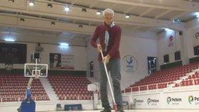 Temizlik Görevlisinin Şaşırtan Basketbol Yeteneği