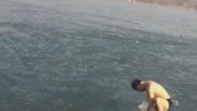 Buzun Altında Yüzüp Çıkışı Bulamayan Adam