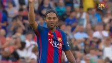 Ronaldinho Yeşil Sahalara Veda Etti