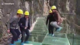 Cam Köprüde Yapılan Balyozlu ve Tepinmeli Test
