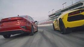 Kia Forte'yi Lamborghini Aventador İle Yarıştırdılar