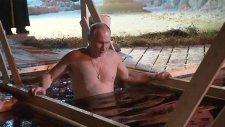 Putin Günahlarından Arınmak İçin Buzlu Suya Girdi