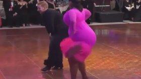 Şişmanlardan Latin dansı