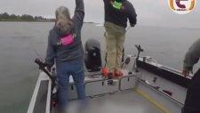 Sürat Teknesi Balıkçıları Biçiyordu