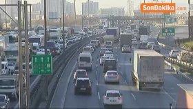 İstanbul'da Yarıyıl Tatili Nedeniyle Trafik Durma Noktasına Geldi