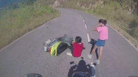Motorlulardan Selam Alan Kızların Komik Kazası