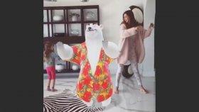 Şeyma Subaşı ve Kızından Efsane Dans Şovu
