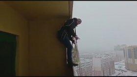 Balkondan Paraşütle Atlamak
