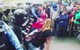 Polise Twerk Yaparak Protesto Etmek  Honduras