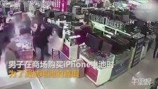Test İçin Isırdığı iPhone Bataryası Ağzında Patlayan Adam