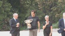 Federer'den 20. Kez Aynı Poz!