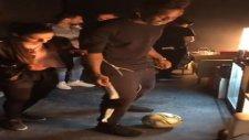 Balotelli'yi Top Cambazı Lisa Zimouche Rezil Etti