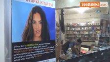 Dükkanına Astığı Espirili Afişlerle İnsanları Kitaplara Çekmeye Çalışıyor