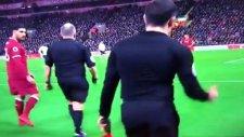 Liverpool - Tottenham Maçında Yan Hakem Penaltı Kararına Sevindi