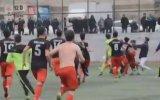 Maçta Tekme Tokat Birbirine Giren Futbolcular