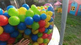 Büyük Trambolinde 3500 Top İçinde Sürpriz Bulmaca Challenge, Kinder Joy, Poly Pocket, Toy Box