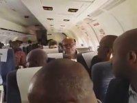 Uçağın Pistte İndikten Sonra Acil Çıkış Kapısının Açılması
