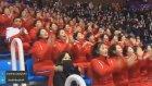 Takımlarına Senkronize Şekilde Tezahürat Yapan Koreli Kızlar
