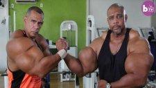 Vücutlarına Enjeksiyon Uygulayan Hulk Kardeşler