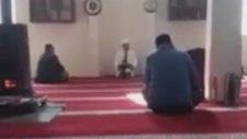 Camide Aniden Aşka Gelerek İmamı Korkutan Adam