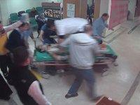 Doktorun Sedye Üzerine Çıkıp Kalbi Duran Yaralıyı Kurtarması