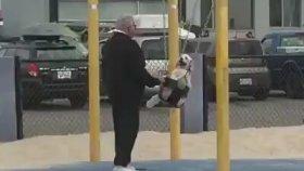 Köpeği ile Kaliteli Vakit Geçiren Amca