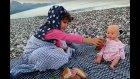 Plajda Piknik Yaptık, Elif Lala Bebeği Besliyor
