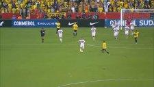 Kırmızı Kartı Görüp, Golü Önledi!