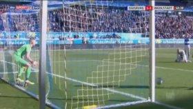 Duisburg kalecisi, su içerken gol yedi!