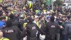 Fenerbahçeli taraftarların Vodafone Park'a giriş anı