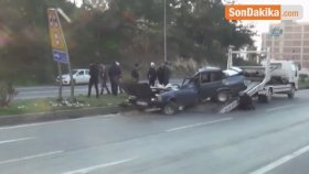 Hatay'da Korkunç Kaza! Trafik Levhasına Çarpan Otomobil İkiye Bölündü