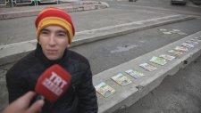 Kitaplar Yakılmasın Okunsun Diyen Koca Yürekli Genç