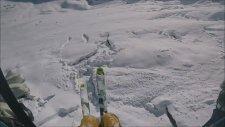 Adrenalin Tutkunu Kayakçının Çığdan Kaçış Planı