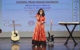 6 Saat Boyunca 102 Dilde Şarkı Söyleyen Suchetha Satish