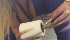Uzun Tırnakla Tuvalet Eğitimi