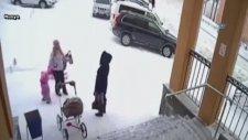 Çatıdaki Kar Çığ Gibi İnsanların Üzerine Düştü