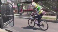 İsa Heykeli Taşırken Kaza Yapan Bisikletli