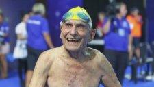 99 Yaşındaki Yüzücü George Corones Dünya Rekoru Kırdı