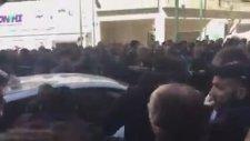 Yunan Taksicilerin Uber Taksiciye Saldırması