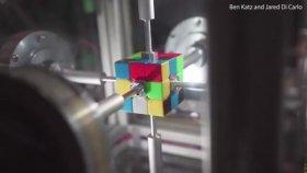 Rubik Küpü 0.38 Saniyede Çözen Robot